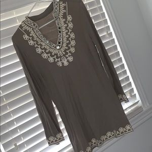 Tunic shirt with details